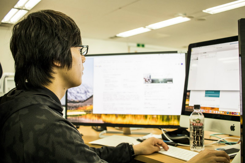長谷川ネットメディアの本庄さんの仕事雰囲気