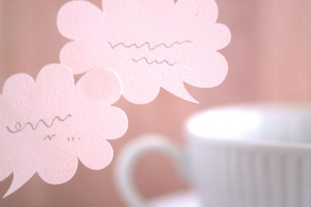 コーヒーカップと吹き出しの付箋